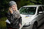 Jeune femme avec smartphone, Bade-Wurtemberg, Allemagne
