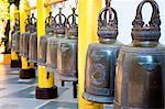 Grandes cloches de prière bouddhiste au Temple Wat Doi Suthep, Chiang Mai, Thaïlande, Asie du sud-est, Asie