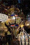 Messing Laternen zu verkaufen in den Souk in Marrakesch, Marokko, Nordafrika, Afrika