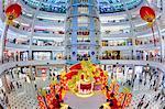 Intérieur d'un shopping moderne complexe au pied des tours Petronas, Kuala Lumpur, en Malaisie, l'Asie du sud-est, Asie