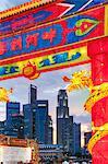 Financial City skyline, rivière Hongbao décorations pour les fêtes du nouvel an chinois à Marina Bay, Singapour, Asie du sud-est, Asie