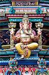 Nahaufnahme von der Gopuram von Sri Mariamman Temple, eine dravidische Stil Tempel in Chinatown, Singapur, Südostasien, Asien