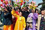 Frauen in traditioneller Kleidung Straße Feier zum hundertsten Geburtstag Geburtstag von Präsident Kim Il Sung, 15. April 2012, Pjöngjang, Demokratische Volksrepublik Korea (DVRK), Nordkorea, Asien