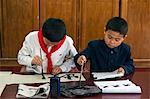 Kalligraphie-Klasse Mangyongdae Schulkinder des Palace, Pjöngjang, Demokratische Volksrepublik Korea (DVRK), Nordkorea, Asien