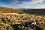 Regardant vers le bas en bas Challacombe de Grimspound, Parc National de Dartmoor, Devon, Angleterre, Royaume-Uni, Europe