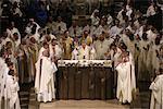 Eucharistie, le Saint chrême (mercredi de Pâques) de masse dans la cathédrale de Notre Dame, Paris, France, Europe