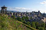 Dugald Stewart Monument et vue de la vieille ville de Calton Hill en été soleil, Édimbourg, Écosse, Royaume-Uni, Europe