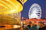 Grande roue et carrousel, OIE équitable, Nottingham, Nottinghamshire, Angleterre, Royaume-Uni, Europe