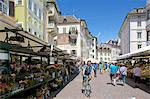 Stands de marché, marché de Piazza Erbe, Bolzano, Province de Bolzano, Trentin-Haut-Adige, Italie, Europe