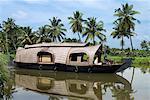 Péniche le long des marigots, près de Alappuzha (Alleppey), Kerala, Inde, Asie