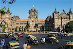 Jonction occupé à l'extérieur de Victoria Terminus (Gare Chhatrapati Shivaji), patrimoine mondial de l'UNESCO, Mumbai (Bombay), Maharashtra, Inde, Asie
