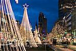 Lumières de Noël qui ont mené à l'église du souvenir Kaiser Wilhelm, Berlin, Allemagne, Europe