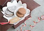 Biscuits au chocolat dans une boîte cadeau