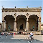 Feldherrnhalle with Crowd of Tourists, Odeonsplatz, Munich, Oberbayern, Bavaria, Germany