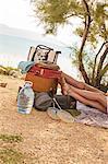 Croatia, Dalmatia, Young people at the seaside, feet up