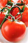 Fresh tomatoes (close-up)