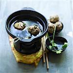 Cantonese fondue with meatballs
