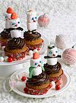 Snowmen-shaped cupcakes
