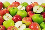 Various freshly washed apples (Braeburn, Granny Smith)