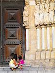 Portugal, Alentejo, Evora, Evora cathedral, Woman and girl (MR)