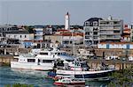 France, Pays de la Loire, Vendee, Saint-Gilles-Croix-de-Vie, port, lighthouse