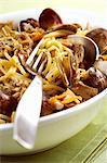 Spaghetti vongole with artichokes (close-up)