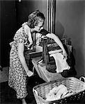 1930s WOMAN DOING LAUNDRY AT WRINGER WASHING MACHINE