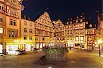 Michaelsbrunnen Fountain at marketplace, Bernkastel-Kues, Moselle Valley, Rhineland-Palatinate, Germany, Europe