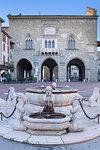 Fontana del Contarini and Palazzo della Ragione. Bergamo, Lombardy, Italy.