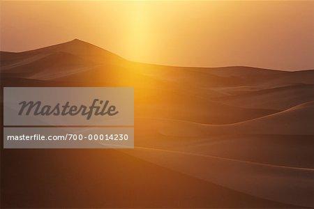 Dunes de sable à Sunrise Death Valley National Monument en Californie, USA