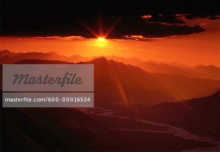 Coucher de soleil sur le Parc Provincial de Stone Mountain en Colombie-Britannique, Canada