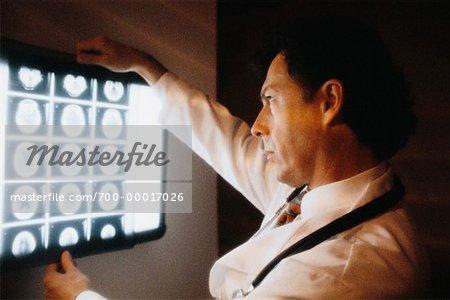 Docteur mâle à rayons x