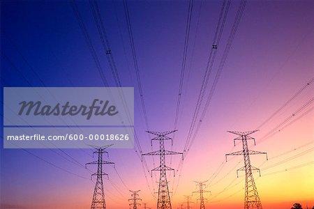 Lignes électriques au coucher du soleil Markham, Ontario, Canada