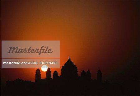 Silhouette de palais d'Umaid Bhawan au coucher du soleil, Jodhpur, Inde