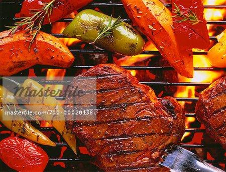 Bifteck et légumes sur le gril