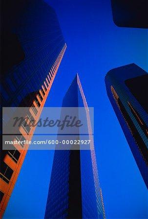 En regardant vers le haut des tours de bureaux Financial District Los Angeles, Californie, Etats-Unis