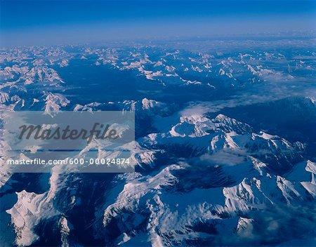 Vue aérienne des montagnes Rocheuses au lever du soleil (Alberta), Canada