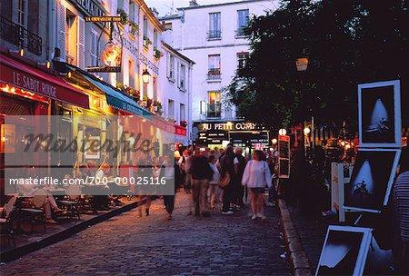 Montmartre à la tombée de la nuit, Paris, France