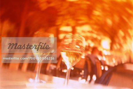 Brouillée Verres de vin sur la Table Niagara-on-the-Lake, Ontario, Canada