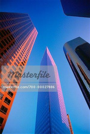 En regardant vers le haut des tours de bureaux de Los Angeles, Californie, Etats-Unis