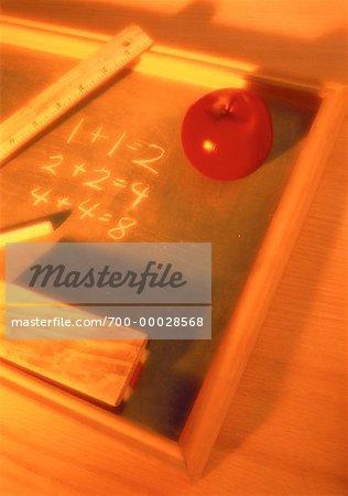 Kreide-Board, Lineal und Apple