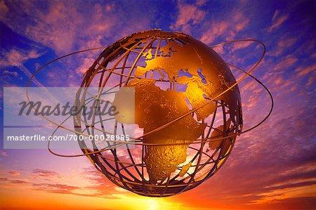 Fil Globe avec anneaux au coucher du soleil Europe et Afrique