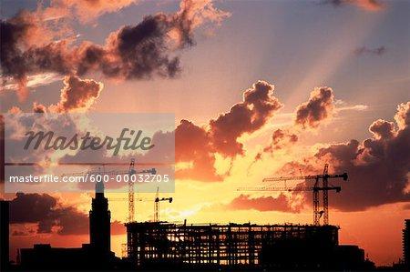 Construction de bâtiments au coucher du soleil de Miami, Floride, États-Unis