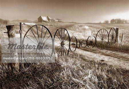 Entrée de la ferme abandonnée près de Roblin, Manitoba, Canada