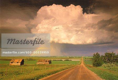 Arc-en-ciel et passage de la tempête Airdrie, Alberta, Canada