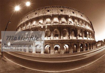 Le Colisée à Rome (Italie) nuit