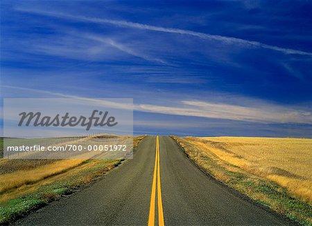 Route menant à l'Horizon, Saskatchewan, Canada