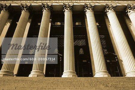 Colonnes et mesures dans le New York Post Office New York, New York, USA