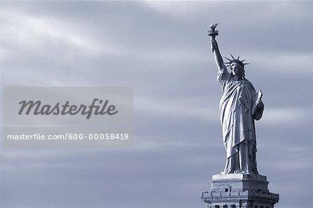 Statue de la liberté et le ciel, New York, New York, USA