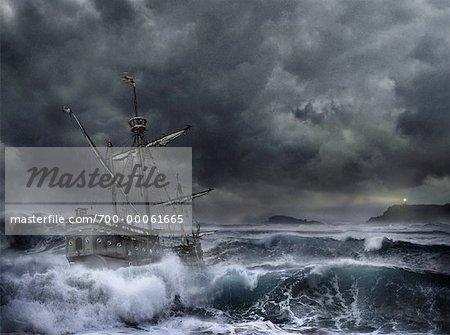 Navire en mer orageuse avec phare à Distance